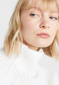 DRYKORN - CYNARA - Sweter - white - 3
