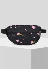 Eastpak - CARNATION/AUTHENTIC - Bum bag - black - 3