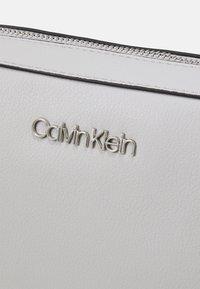 Calvin Klein - CAMERA BAG - Sac bandoulière - grey - 5