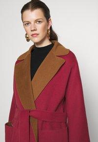 WEEKEND MaxMara - RAIL - Classic coat - bordeaux/camello - 5