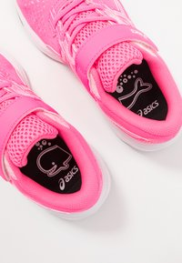 ASICS - PRE EXCITE 7 - Zapatillas de running neutras - hot pink/white - 6