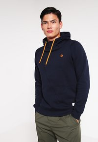 Jack & Jones - JCOPINN HOOD REGULAR FIT - Bluza z kapturem - navy blazer - 0