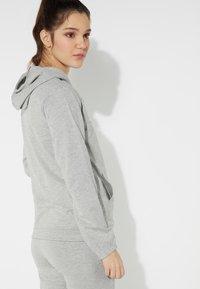 Tezenis - MIT REISSVERSCHLUSS UND TUNNELZUG - Zip-up hoodie - grigio melange chiar - 1