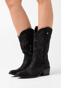mtng - TANUBIS - Cowboystøvler - black - 0
