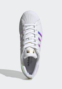 adidas Originals - SUPERSTAR - Baskets basses - ftwwht goldmt cblack - 2