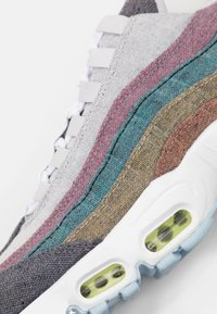 Nike Sportswear - AIR MAX 95 NRG UNISEX - Trainers - vast grey/white/barely volt/bright crimson/black - 5