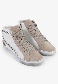 Scalpers - STUDS  - Sneakersy niskie - off white/beige - 1