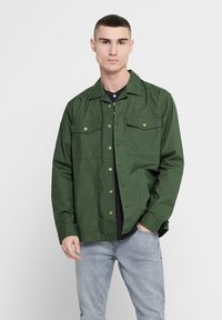 Only & Sons - ONLY & SONS HEMD LEICHTES OVER - Summer jacket - olive night - 0
