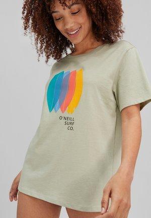 SURFBOARD - Print T-shirt - desert sage