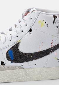 Nike Sportswear - BLAZER MID - Zapatillas altas - white/black-white-sail-black-team orange - 5