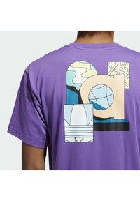 adidas Originals - STILL LIFE SUMMER SHORT SLEEVE T-SHIRT - T-shirt med print - purple - 5