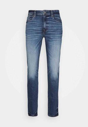 DARK CLEAN - Jeans Slim Fit - medium wash