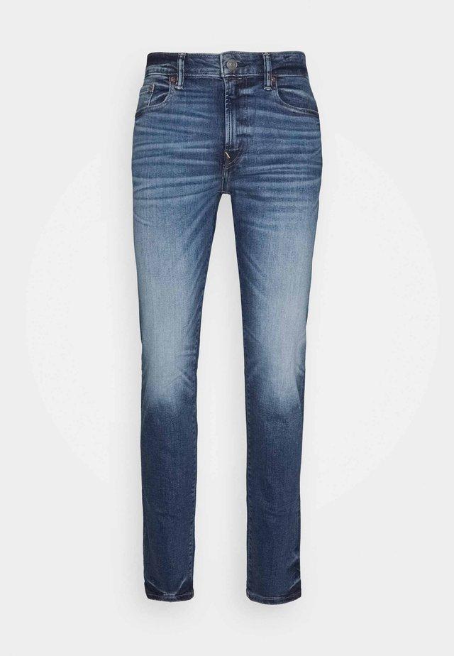DARK CLEAN - Slim fit jeans - medium wash