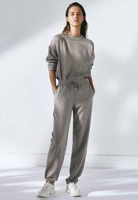Massimo Dutti - MIT ANPASSBAREM SAUM - Sweatshirt - grey - 1