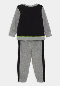 Nike Sportswear - COLOR BLOCK CREW SET - Tracksuit - carbon heather - 1
