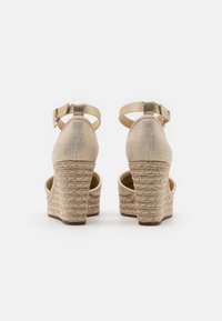 MICHAEL Michael Kors - KENDRICK WEDGE - Platform sandals - pale gold - 3