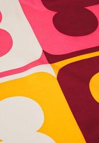Tory Burch - COLOR BLOCK LOGO SQUARE  - Foulard - bright fuchsia/orange - 2