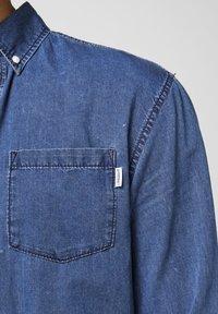 Produkt - Shirt - medium blue denim - 5