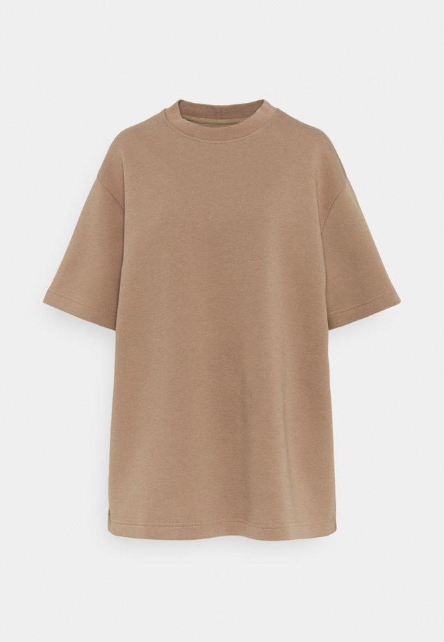LIONELLE - T-shirt basic - caribou