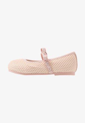 AUDRINE - Ballerine con cinturino - light pink