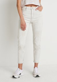 Calvin Klein Jeans - MOM - Jeansy Relaxed Fit - bleach grey - 0