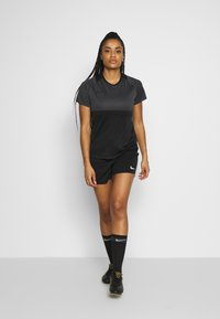 Nike Performance - DRY - T-shirts med print - black/anthracite - 1