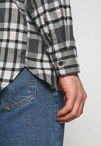Levi's® - CLASSIC WORKER - Overhemd - greys - 5