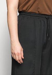 Missguided Plus - WIDE LEG CASUAL TROUSER - Spodnie materiałowe - black - 4