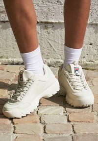 Fila - DISRUPTOR - Sneakersy niskie - antique white - 4