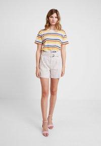 Banana Republic - BELTED SOLID - Shorts - golden beige - 1