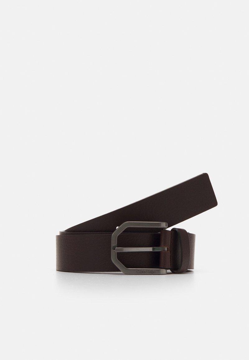 Calvin Klein - ESSENTIAL PLUS FACETED - Pásek - brown