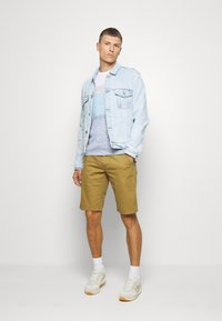 Only & Sons - ONSWILL CHINO  - Kraťasy - dull gold - 1