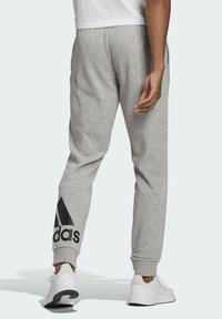 adidas Performance - ESSENTIALS FRENCH TERRY TAPERED CUFF LOGO JOGGERS - Pantalon de survêtement - grey - 1