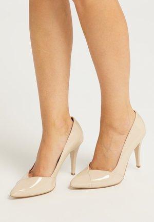 Zapatos altos - nude