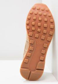 Nike Sportswear - INTERNATIONALIST - Baskets basses - sail/med brown - 5