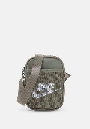 HERITAGE UNISEX - Across body bag - light army/light army/white