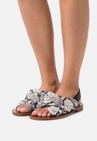Pinko - GLICINE  - Sandals - offwhite/nero - 0
