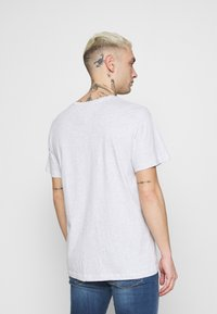 Tommy Jeans - CORP LOGO TEE - T-shirt med print - grey - 2