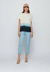 BOSS - Print T-shirt - patterned - 1