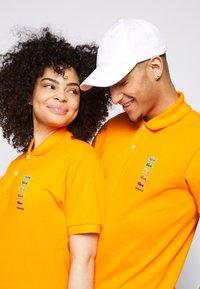 Lacoste - POLAROID UNISEX - Polo shirt - orpiment - 5