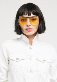 Vans - MN HAYKO SHADES - Sunglasses - gold-coloured/yellow - 2
