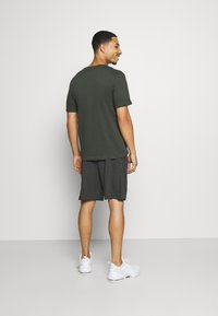 Nike Performance - DRY FIT - Pantalón corto de deporte - black heather