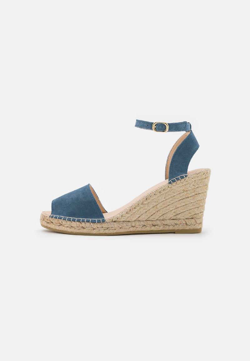 Macarena - CARLA - Sandály na platformě - jeans