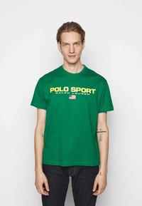 Polo Sport Ralph Lauren - Print T-shirt - english green - 0