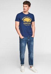 s.Oliver - MIT SCHRIFTPRINT - Print T-shirt - blue good life print - 1