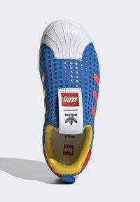 adidas Originals - ADIDAS ORIGINALS ADIDAS X LEGO - SUPERSTAR 360 - Baskets basses - blue - 3