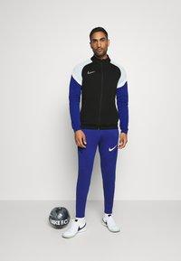 Nike Performance - DRY ACADEMY - Chaqueta de entrenamiento - black/deep royal blue/white - 1