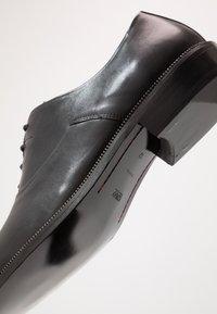 HUGO - PRESTIGE - Stringate eleganti - black - 5