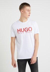 HUGO - DOLIVE - Printtipaita - white - 0