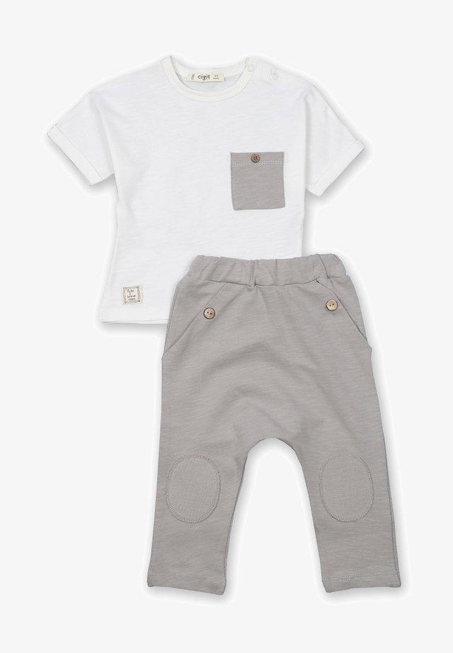 ARRAY PATCHED POCKET - Pantalon classique - off-white